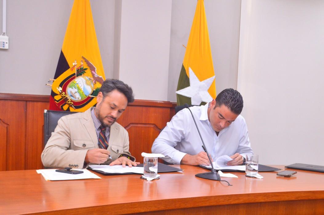 Alcalde Juan José Yúnez firma convenio de Salud para Samborondón